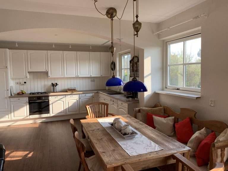 De keuken en eethoek van Buitenplaats 45 (Callantsoog)